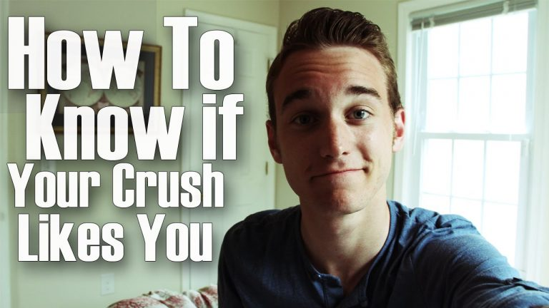 7 Signs That He Really Likes You