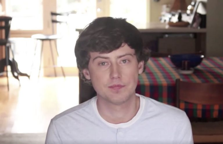 Young Russian Violinist Comes Out as Gay in Inspiring Video