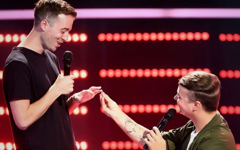 Guy Proposes to His Boyfriend on The Voice
