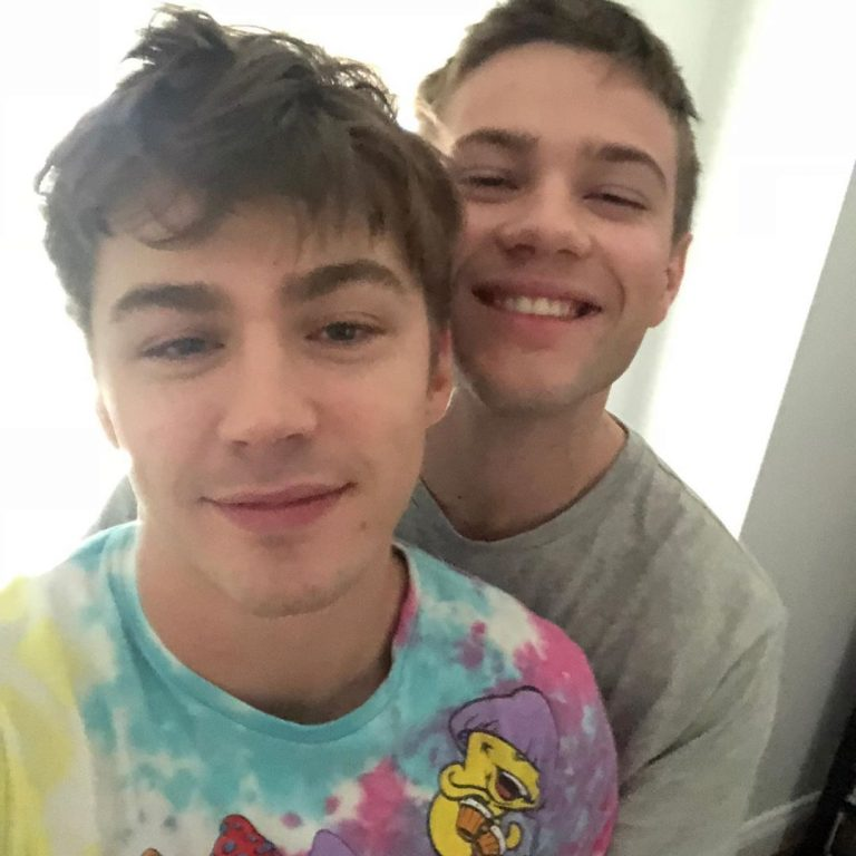 Cute Gay Couple: Actors Connor Jessup and Miles Heizer Are Dating